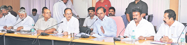 KCR-reveiw-meet-on-Swacch-Hyderabad-01