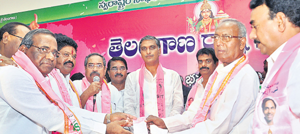 Harish-Rao-inviting-congress party members in-to-Party