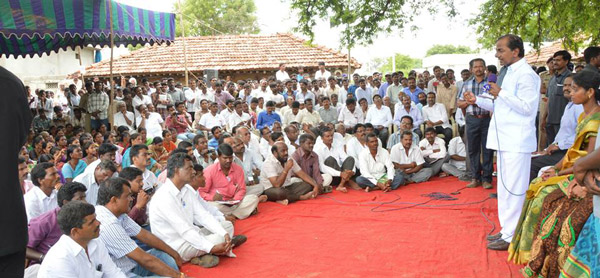 KCR-interact-with-public-in-Gramajyothi-Programme-at-Erravelli-village-of-Gajwel-Constituency