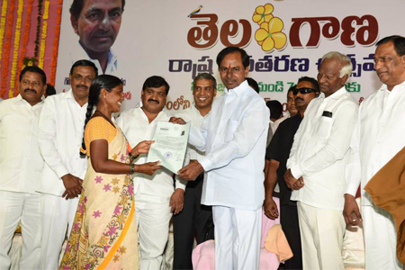 CM KCR distributes pattas to the poor people01