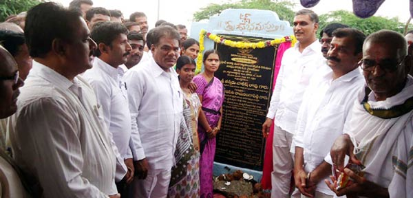 Irrigation-Minister-T-Harish-Rao-laid-foundation-for-development-works-at-Bhansuwada