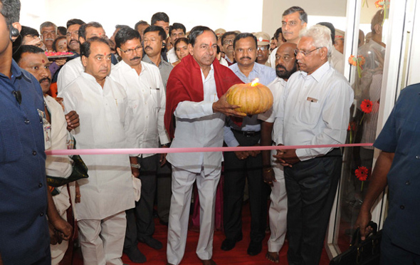 cm-kcr-participated-in-house-warming-ceremony-in-eravalli-and-narsannapet-villages